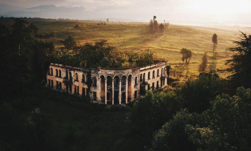 Где находится заброшенный колледж в Абхазии