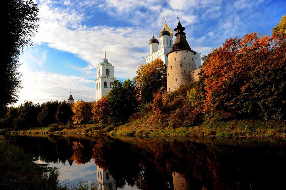 куда поехать осенью в России - Псков