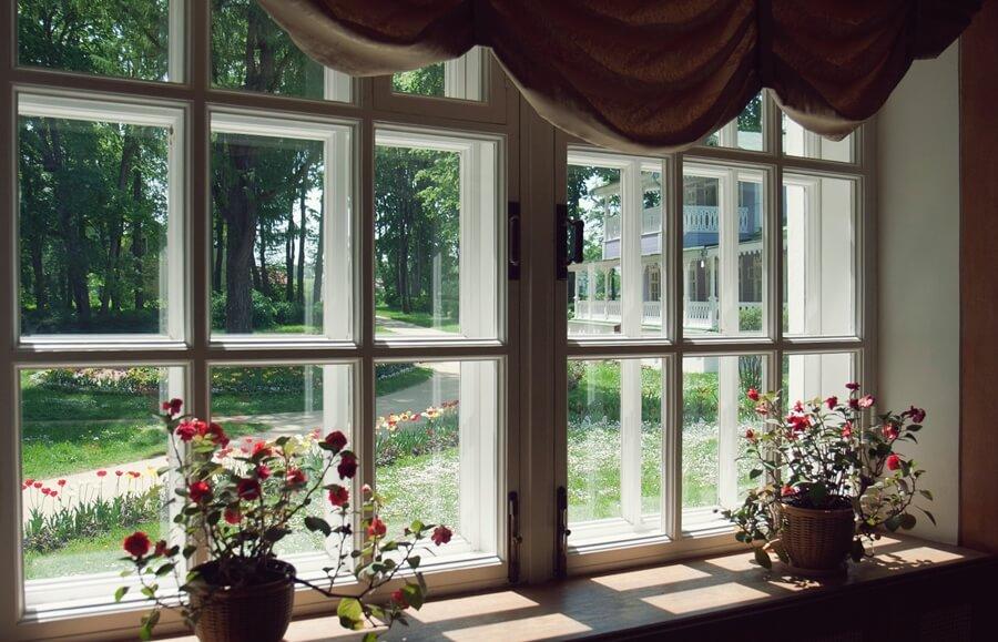 усадьбы русских писателей - вид из окна на дом Тургенева
