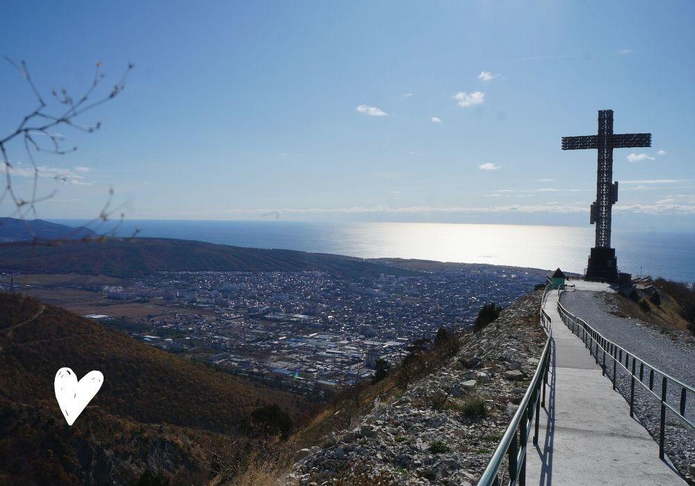 Как подняться к кресту  в Геленджике